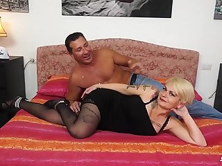 Anal and facial with Italian mature - Scambisti Maturi